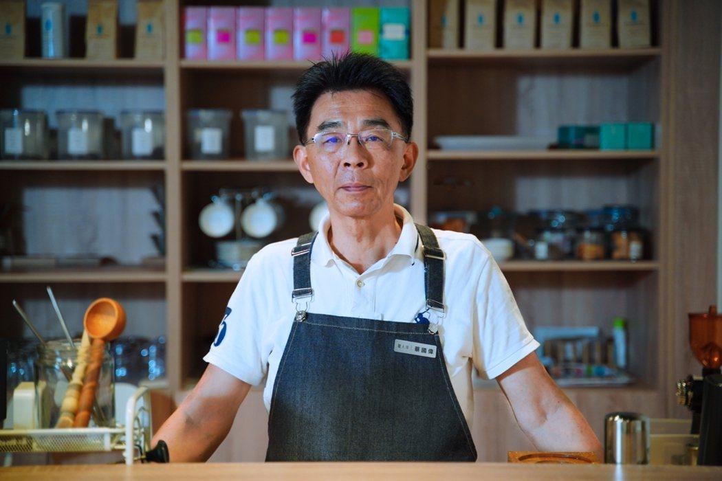 咖啡師William說,以前喝咖啡是為了工作喝,現在則是品嚐「快樂」。 圖/李瑞...