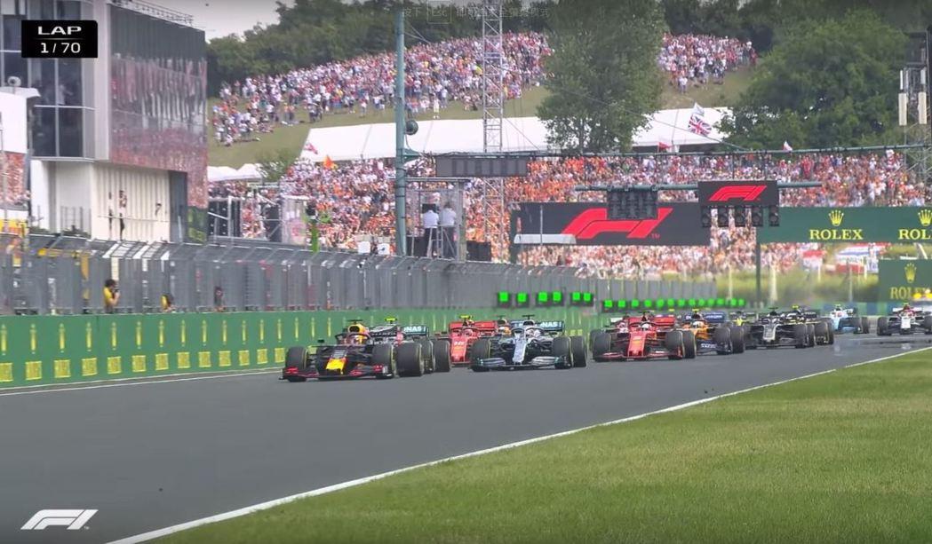 此次位於竿位的Verstappen起跑相當順利。 摘自F1