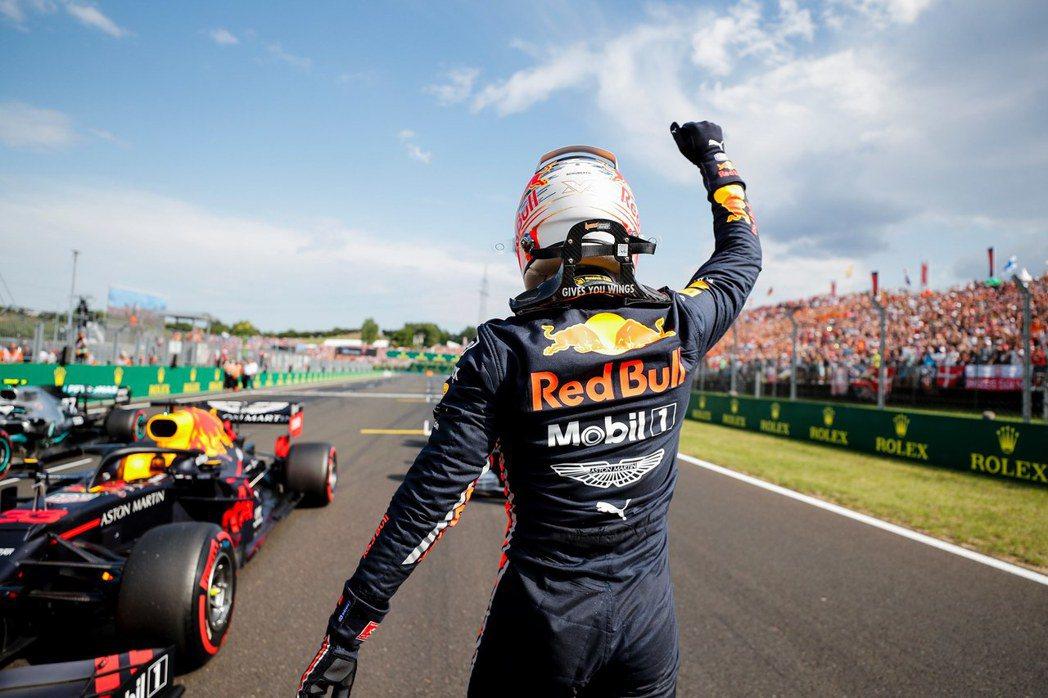 Verstappen奪下個人F1生涯的首次竿位。 摘自F1