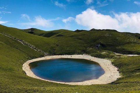 台東嘉明湖/向著寂寞荒蕪的山丘 揮揮衣袖