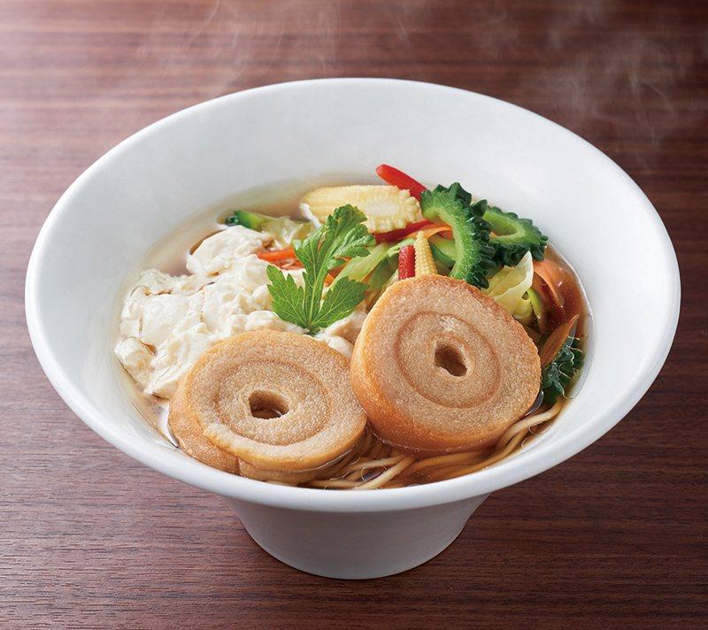 沖繩第1家「一風堂」,也推出了沖繩限定口味「蔬食醬油拉麵」,不採用動物性食材,口...