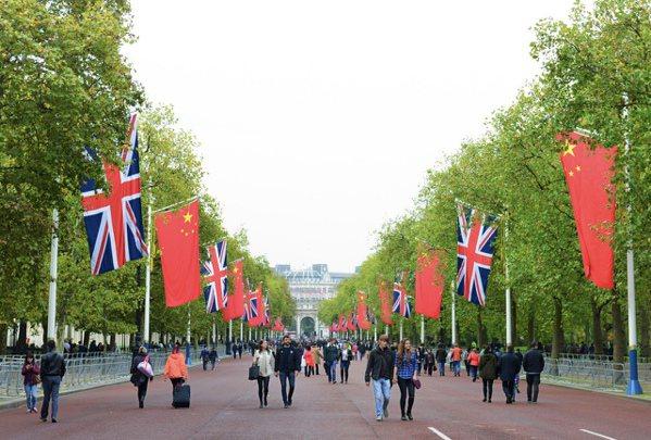2015年10月下旬,中國國家主席習近平率團赴英國進行國是訪問期間,英國皇宮白金...