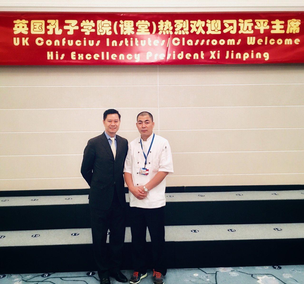 台北文華東方酒店餐飲總監鄔智明(左),2015年任職香港怡東酒店時獲邀前往倫敦,...