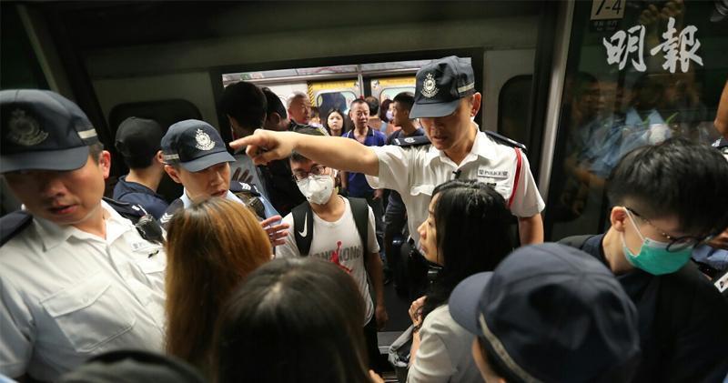香港三罷衝擊大,港鐵服務受阻,多線暫停服務。取自香港明報