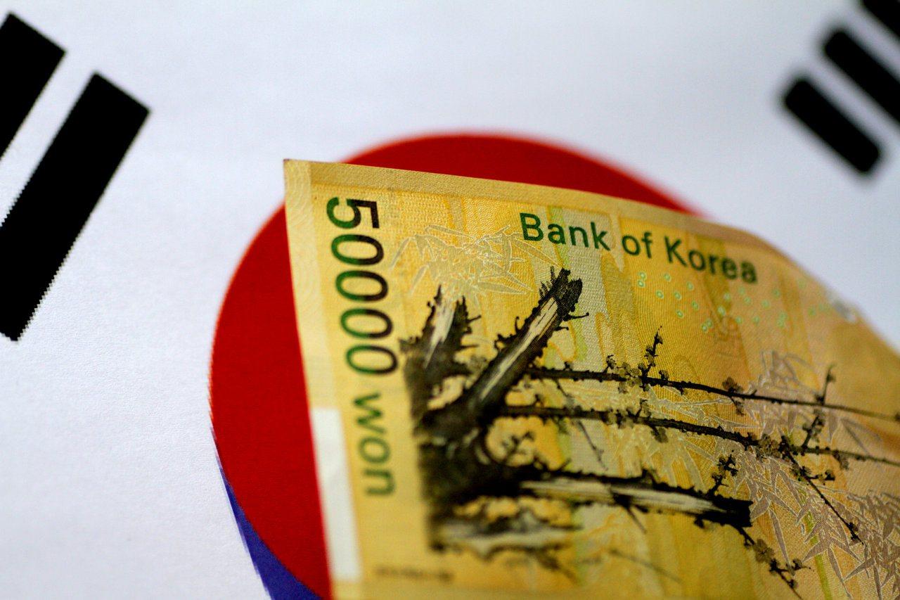 韓元跌破1,200韓元兌1美元。 路透