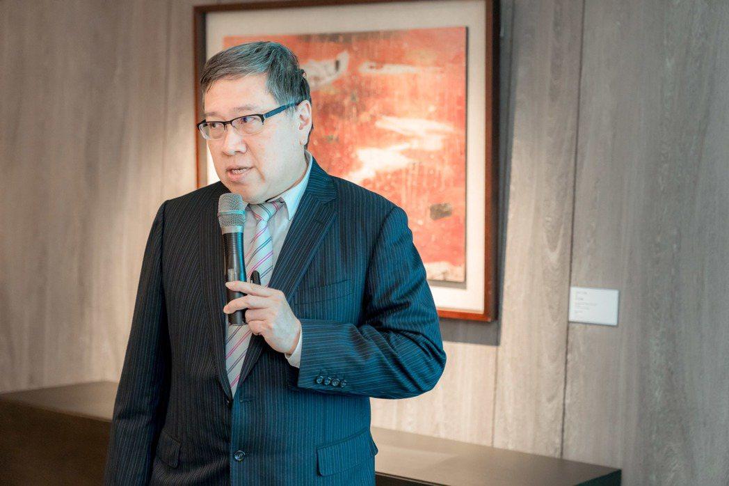 小細胞肺癌僅占一成,相關抗癌新藥研究並不多,唯一標準療程為化療,台灣肺癌學會理事...
