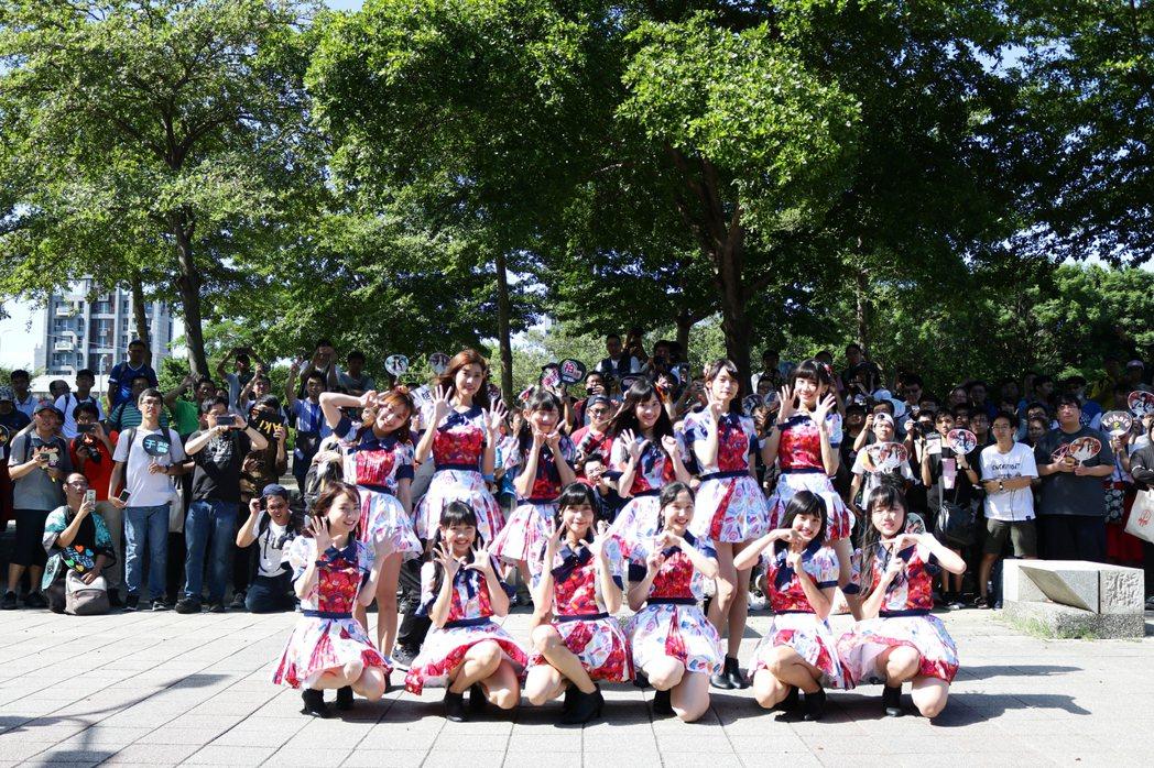 「AKB48 Team TP」成員Mina(前排左起)、羽翎、潔明、曉晴、柏靈、...