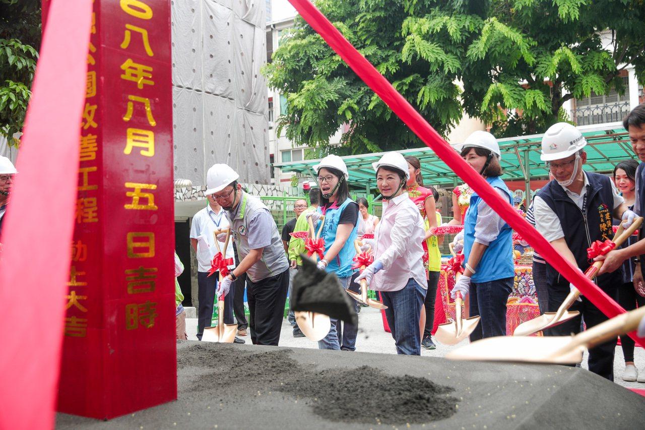台中市政府啟動台中美樂地計劃,老公園變共融友善,今天在西屯舉行聯合開工典禮。記者...