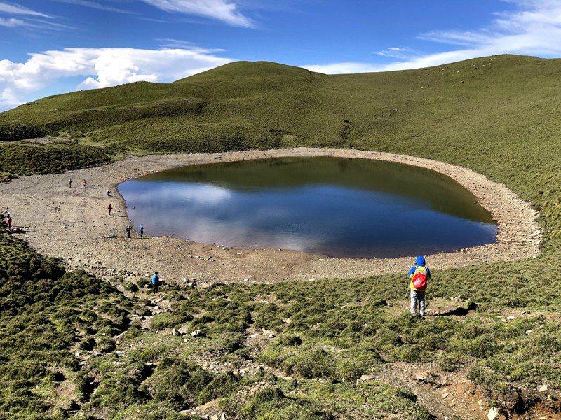 嘉明湖是台灣海拔第二高的高山湖泊,有「天使的眼淚」美稱,布農族人稱其為「月亮的鏡子」。記者王茂臻╱攝影