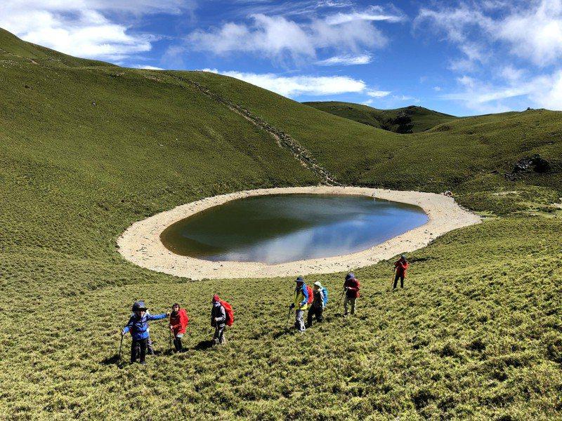 嘉明湖是台灣海拔第二高的高山湖泊,有「天使的眼淚」美稱,布農族人稱其為「月亮的鏡子」。聯合報系資料照片/記者王茂臻攝影