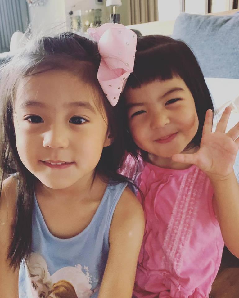 咘咘(左)與Bo妞姊妹。圖/摘自臉書