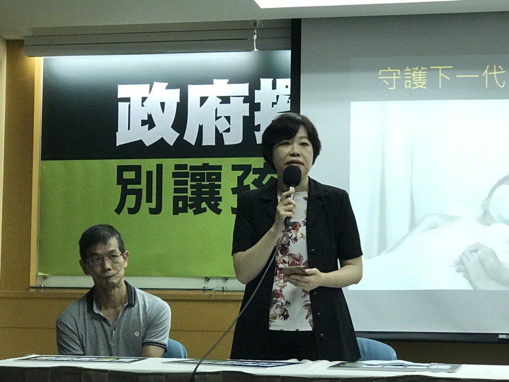 台灣少年福利權益與福利促進聯盟秘書長葉大華表示,積極管制兒少檳菸的取得、接觸相當...