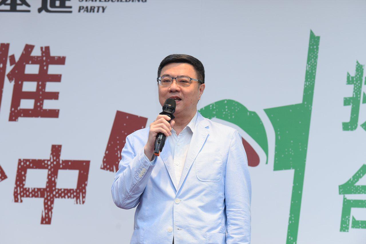 民進黨主席卓榮泰表示,蔡總統除競總三巨頭,還有十八銅人黨工編入競總團隊,2020...