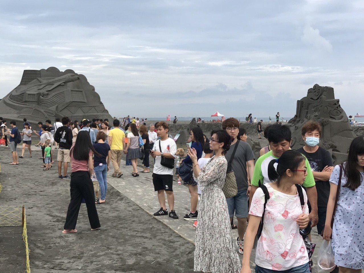 大陸從9月起限縮小三通來台觀光,高雄市旅行公會理事長吳盈良認為對國內觀光產業是重...
