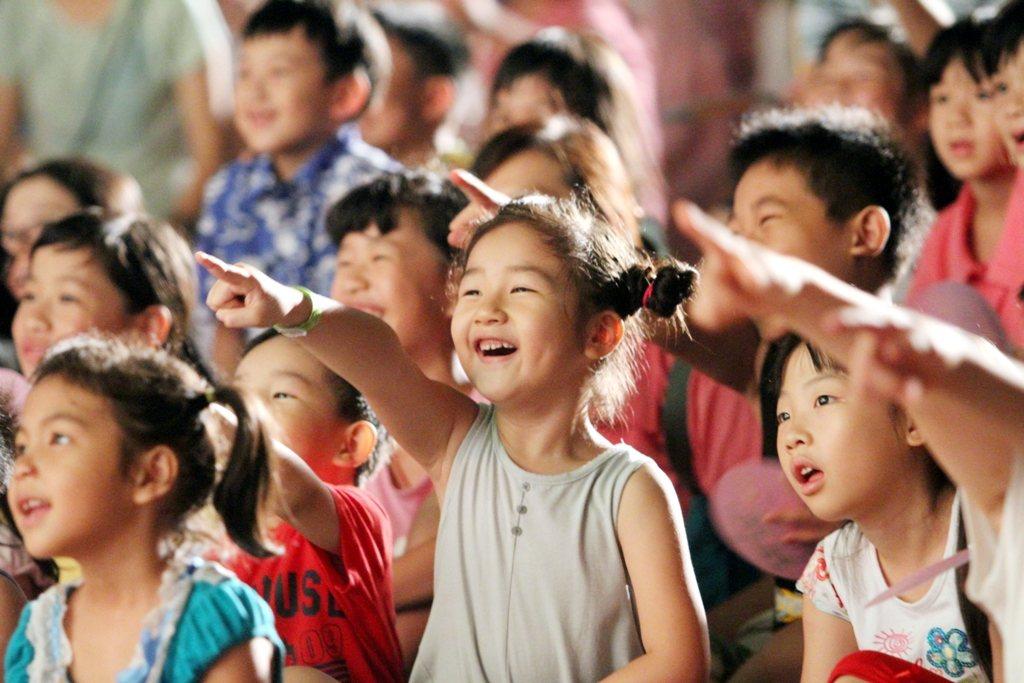 紙風車文教基金會今天表示,因受到台中市政府刁難,將取消周日在台中西屯永安國小的3...