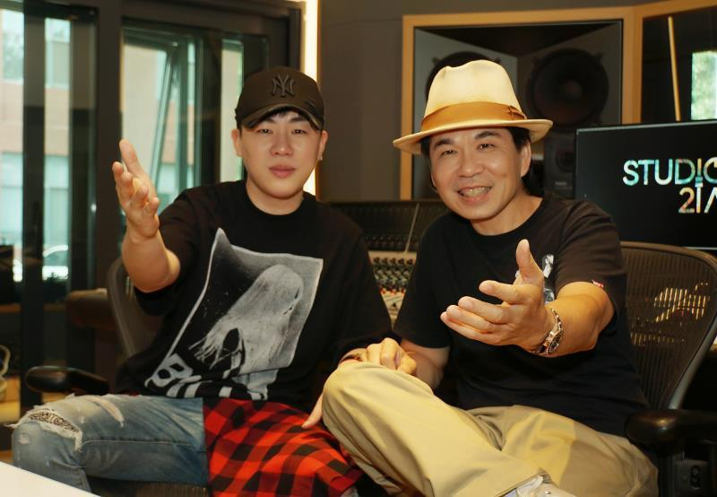 胡彥斌(左)、林文炫攜手打造新歌。圖/極光森林提供