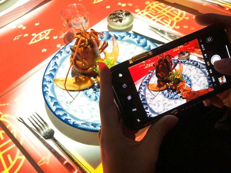 由ROBINS頂級料理,搭配透過3D裸視投影及動畫呈現的趣味影片,台南晶英酒店即...