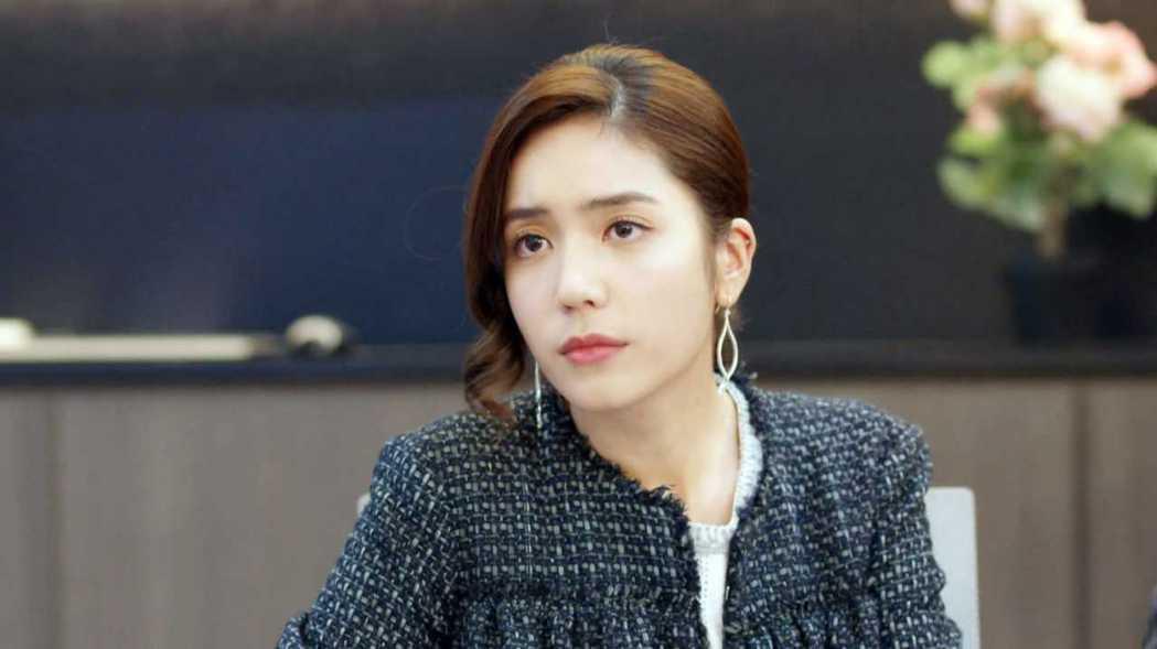 夏若妍在「我們不能是朋友」中變成女強人。圖/八大提供
