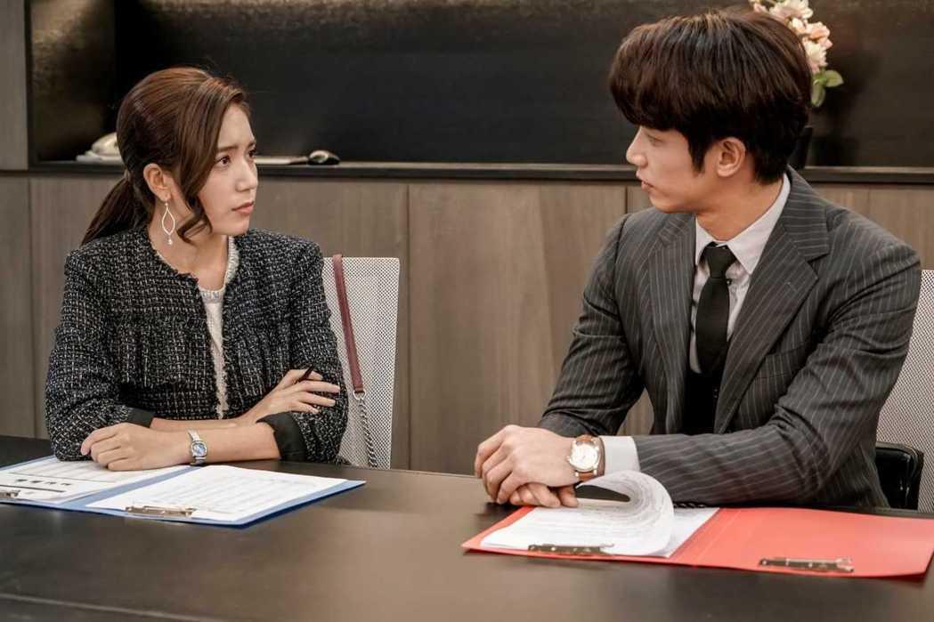 夏若妍在「我們不能是朋友」中變成劉以豪的上司。圖/八大提供