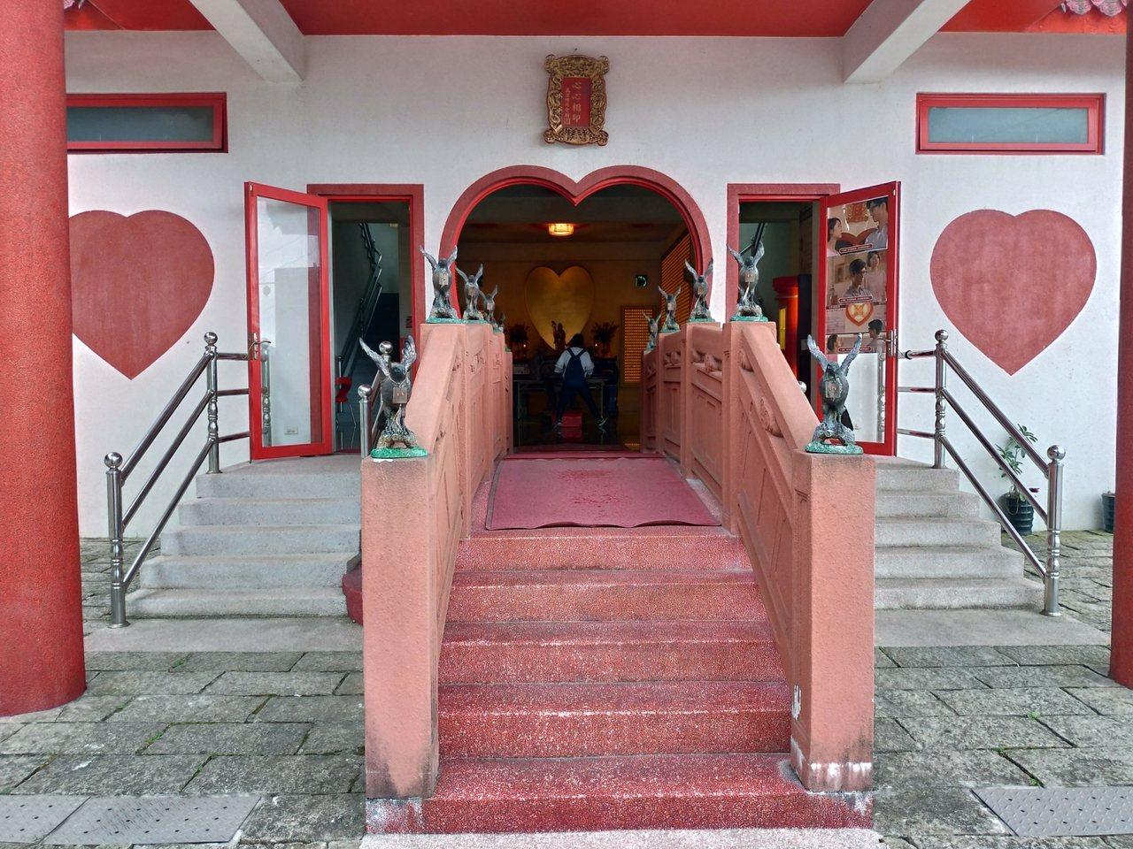 萬里區的萬里情月老廟。圖/新北市民政局提供