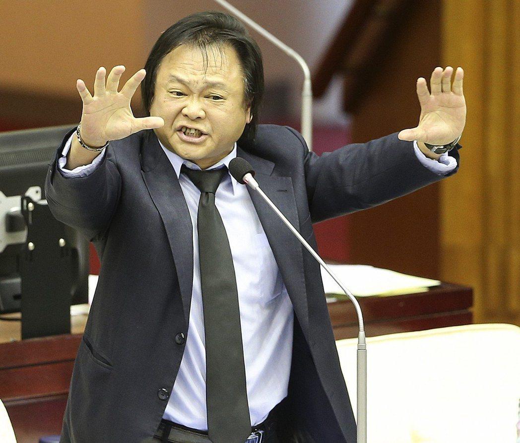台北市議員王世堅反酸柯文哲,「自己心不正,看什麼都是歪的」。 圖/聯合報系資料照...