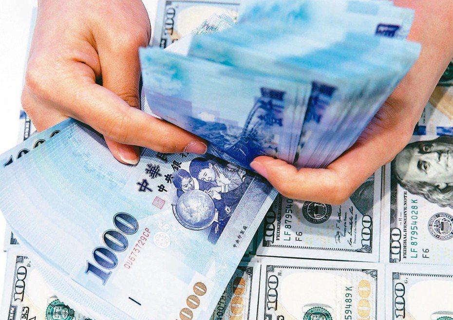 網友在PTT上PO文表示,自己的薪水所剩不多,但家裡一直跟她要錢,讓她有借錢來當孝親費的念頭。聯合報系資料照
