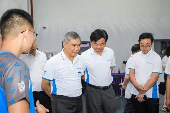 台達董事長海英俊(右二)親自出席大賽,表示人才是推進智慧製造的發展的重要關鍵,透...