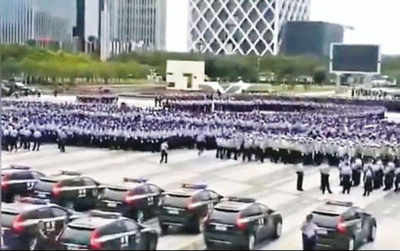 有網友拍到,深圳寶安區連續三日有大批警察集結,疑似進行防恐演習。 (警方提供)
