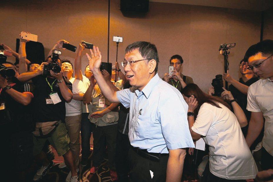 台北市長柯文哲籌組台灣民眾黨,柯文哲以63票,確定擔任台灣民眾黨首屆黨主席。 記者陳柏亨/攝影