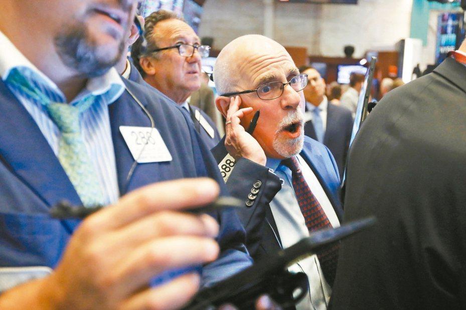 美中貿易戰再掀波瀾,美股四大指數重挫,道瓊狂瀉767點,引發亞股今開盤紛應聲倒地。 美聯社