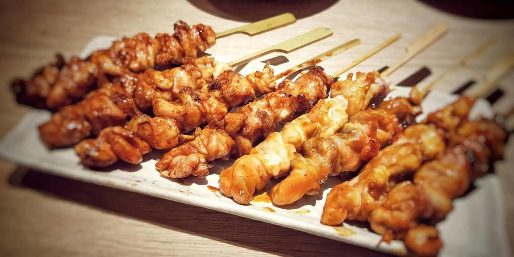 桂丁土雞肉串,2本160元。歐買尬日式海鮮串燒/提供