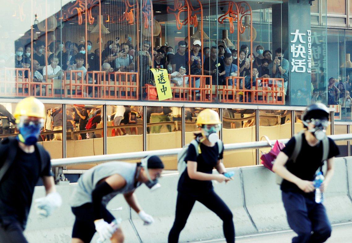 8月5日「全港大三罷」激起的社會漣漪,對香港特區政府的衝擊似乎相當有限。是日行動...