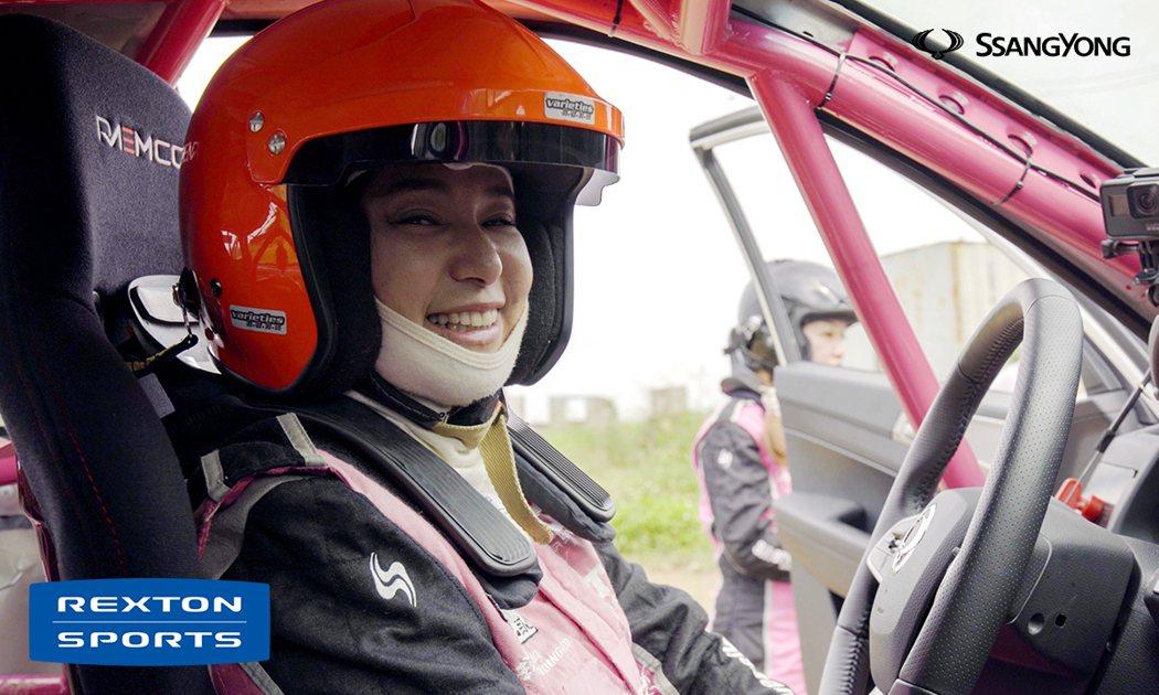 挑戰AXCR第14年,這是沈佳穎第一次擁有台灣汽車品牌奧援一整台全新比賽車輛,她...