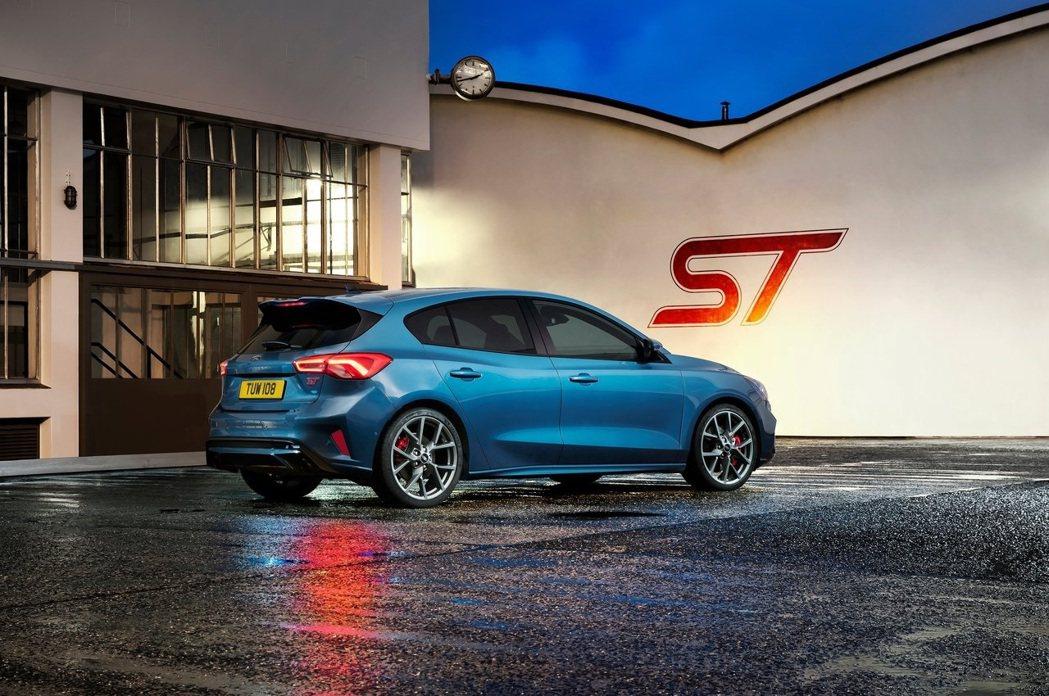 Focus ST的定位就是一輛性能鋼砲,不是一般家用車款。 摘自Ford