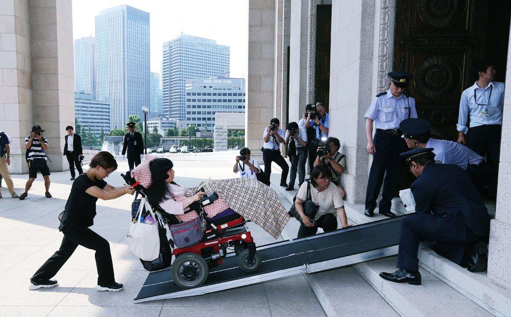 船後靖彦與木村英子這兩位人生鬥士的出線,也改變了日本政壇。參議院允許介護者可以隨...
