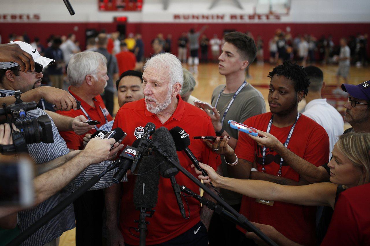 NBA馬刺隊總教頭波波維奇(Gregg Popovich)也為卡普尼克發聲。 美...