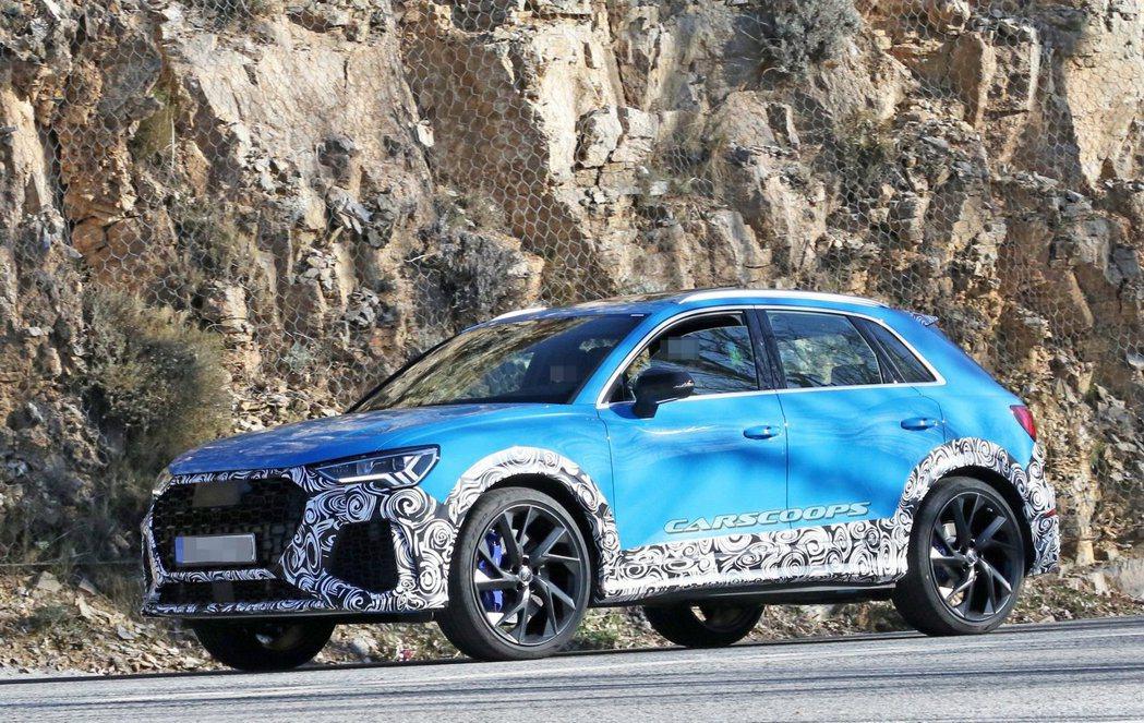 Audi RS Q3偽裝車。 摘自carscoops
