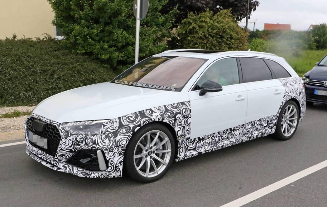 Audi RS4 Avant偽裝車。 摘自carscoops