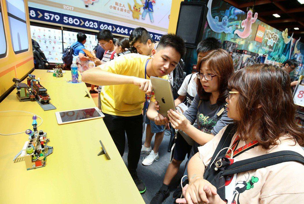 LEGO Hidden Side透過AR科技與傳統積木結合搶攻大朋友市場。 台灣...