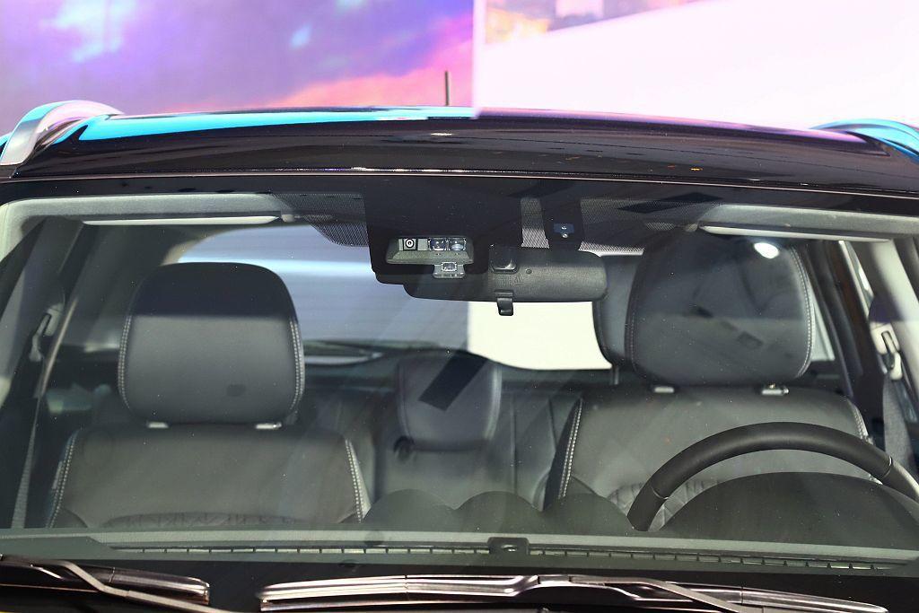 DSBS雙感知器煞車輔助系統,透過中長距離的單眼攝影機與雷達感應器,若偵測到前方...