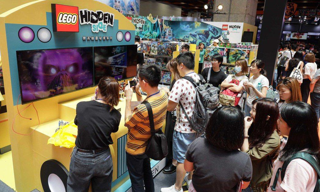 台灣樂高跨界進軍漫畫博覽會設置體驗攤位給予大眾全新體驗。 台灣樂高/提供