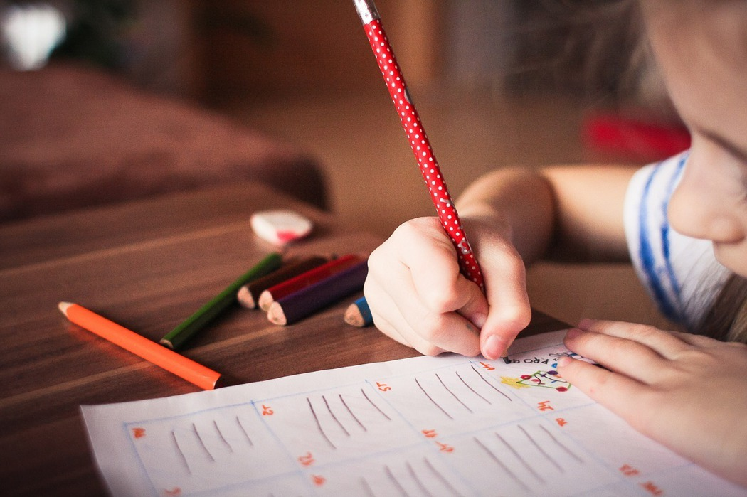 到底該讓孩子快樂學習?還是學業至上?