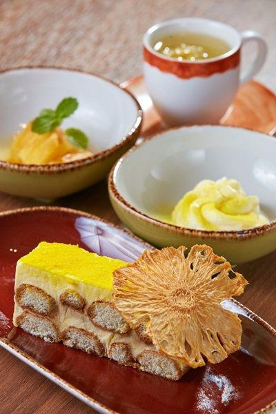 甜點鳳梨提拉米蘇。