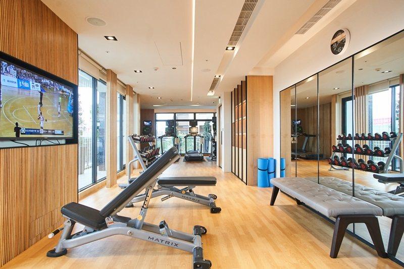 24小時開放的健身中心。