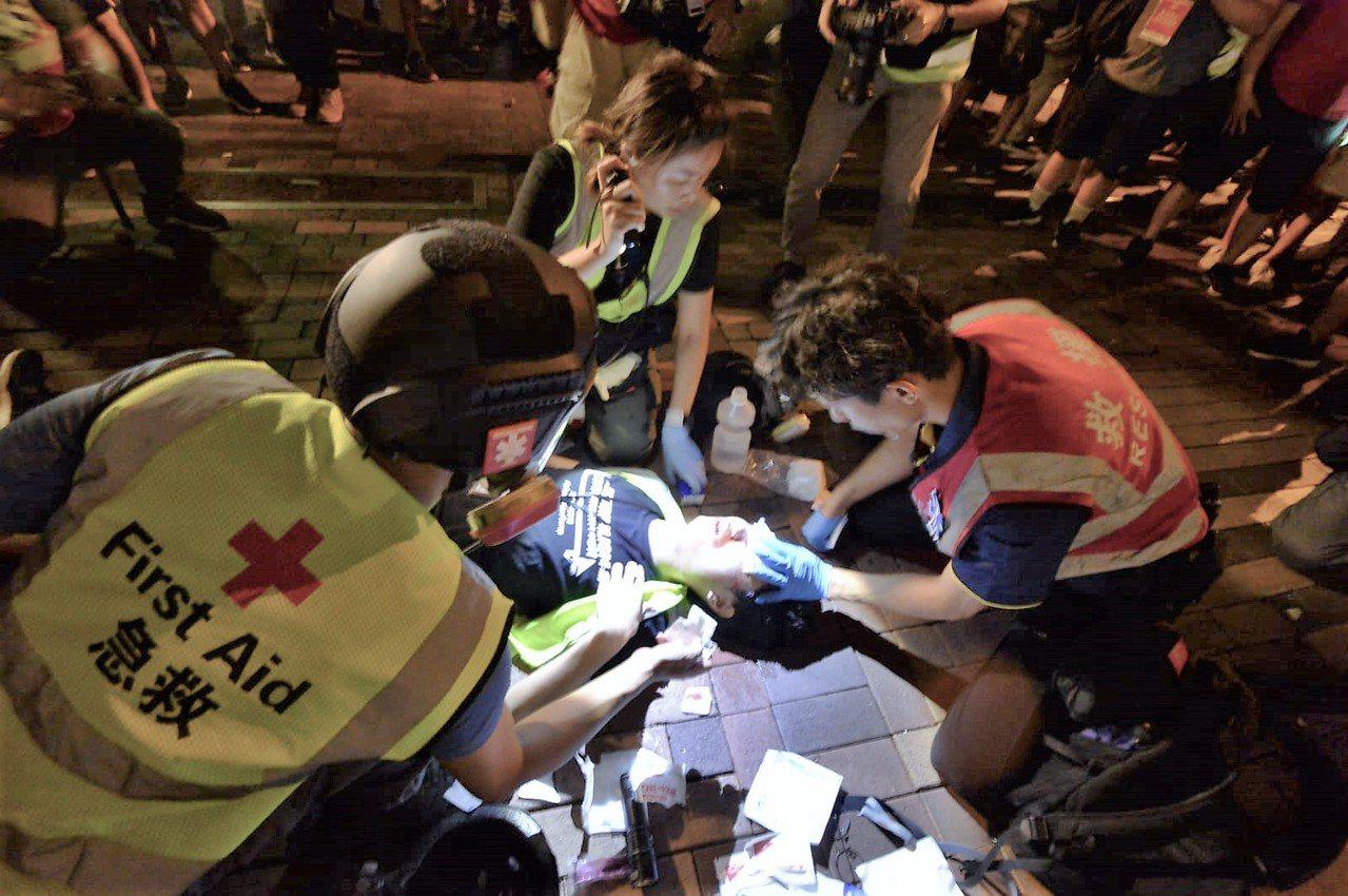 香港七區昨天陷入大亂鬥,41人掛彩2人嚴重。取自星島網