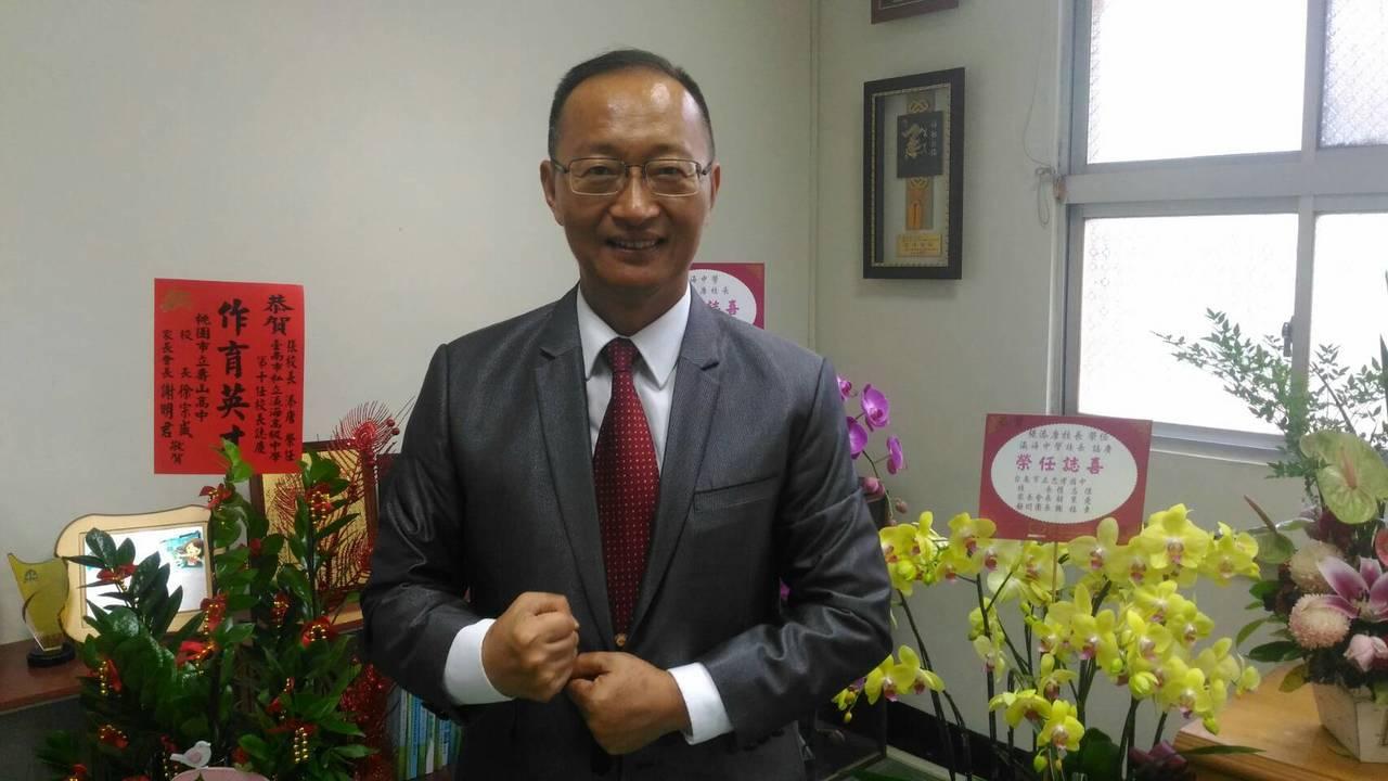 台南一中前校長張添唐,轉任瀛海中學校長。記者黃宣翰/攝影