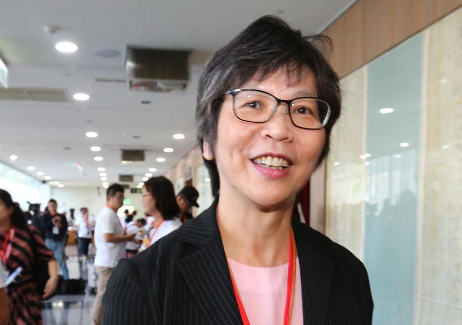 台灣民眾黨今天舉辦創黨大會。市府顧問蔡壁如遞交創黨首份公文給內政部。記者陳柏亨/攝影