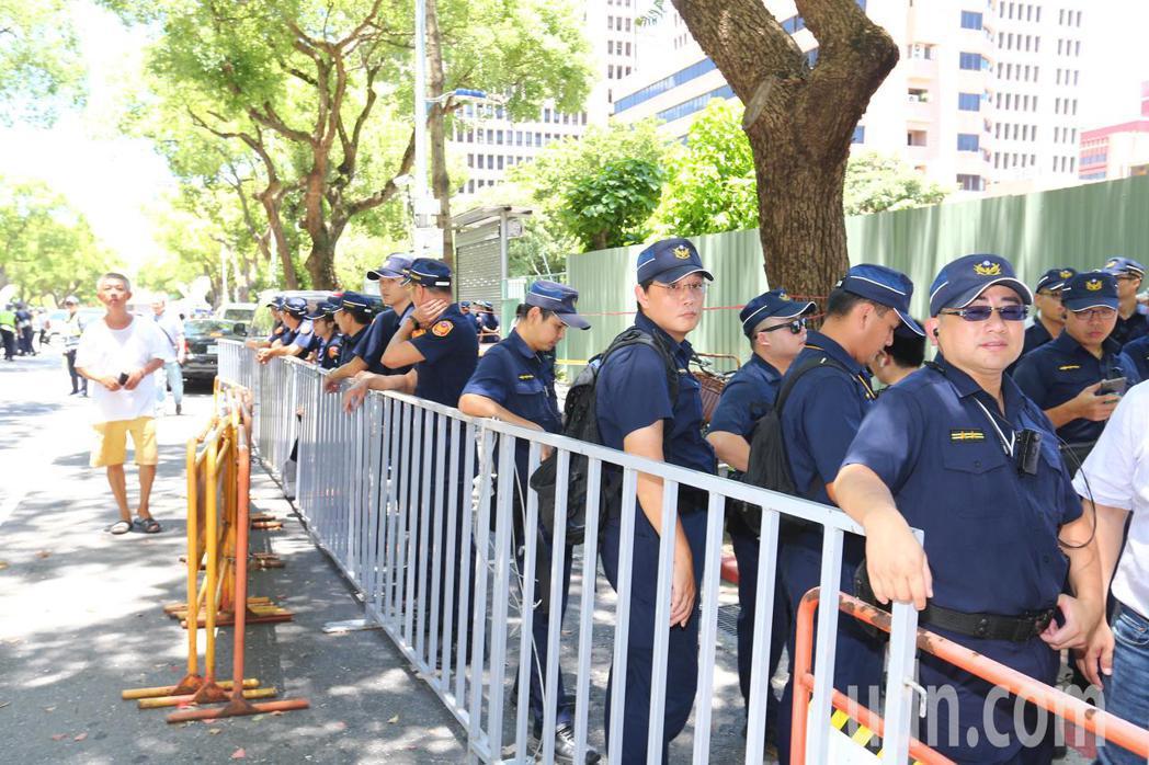 台灣民眾黨今天舉行創黨成立大會,警方大陣仗。記者陳柏亨/攝影