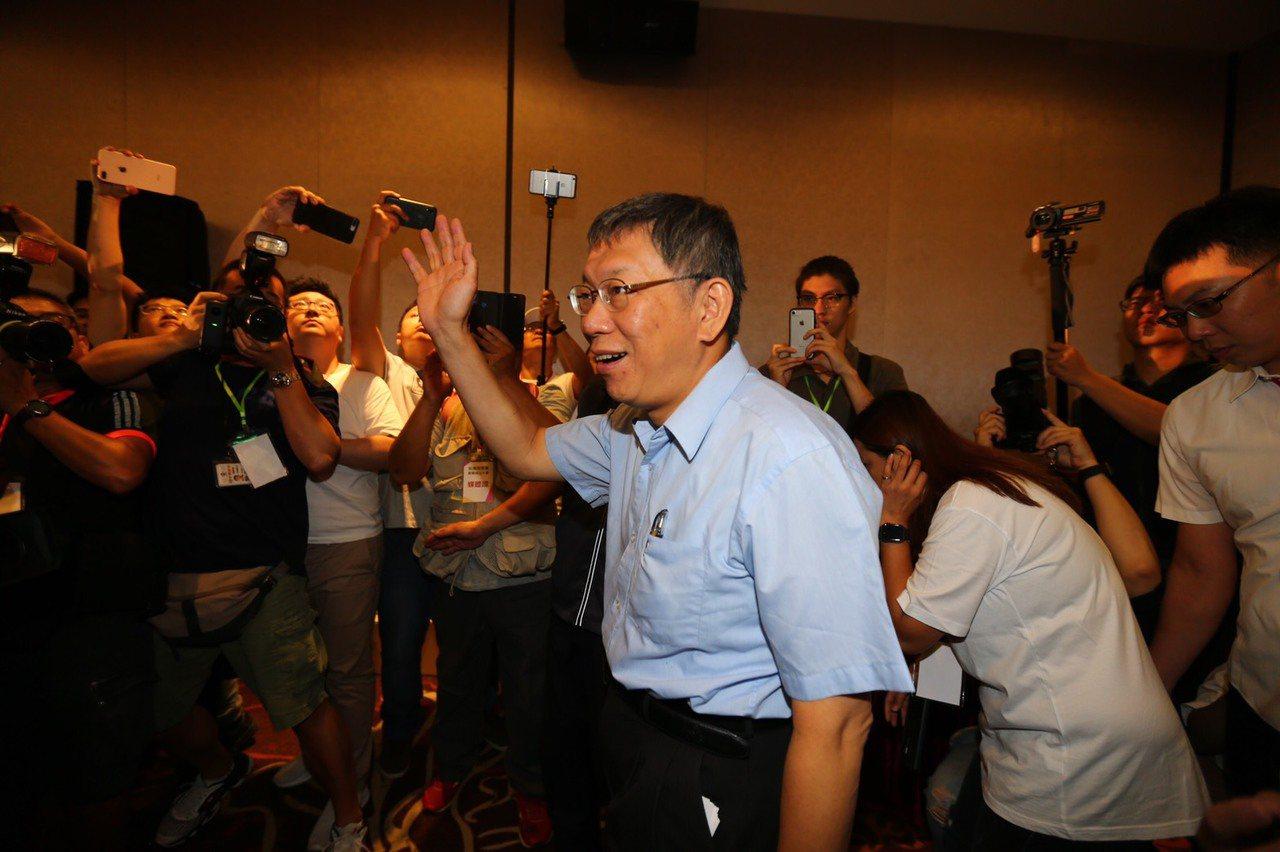 台北市長柯文哲籌組台灣民眾黨,柯文哲以63票,確定擔任台灣民眾黨首屆黨主席。記者...