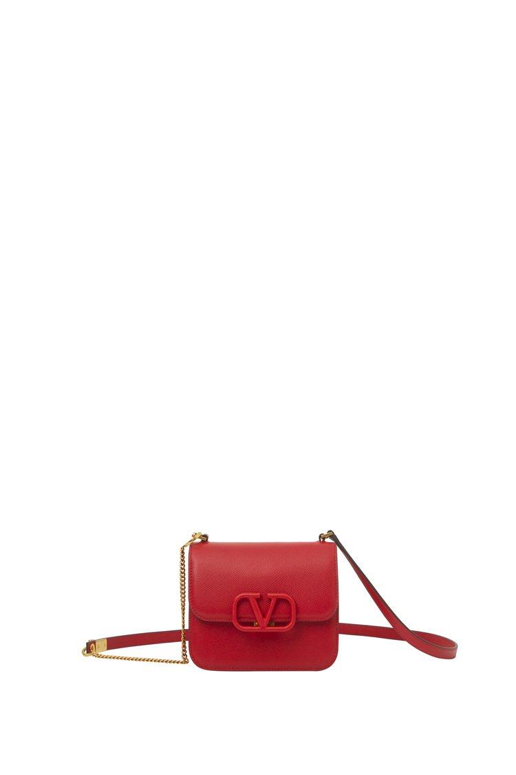 Valentino秋冬嶄新推出同色V LOGO的VSLING包款。圖/Valen...
